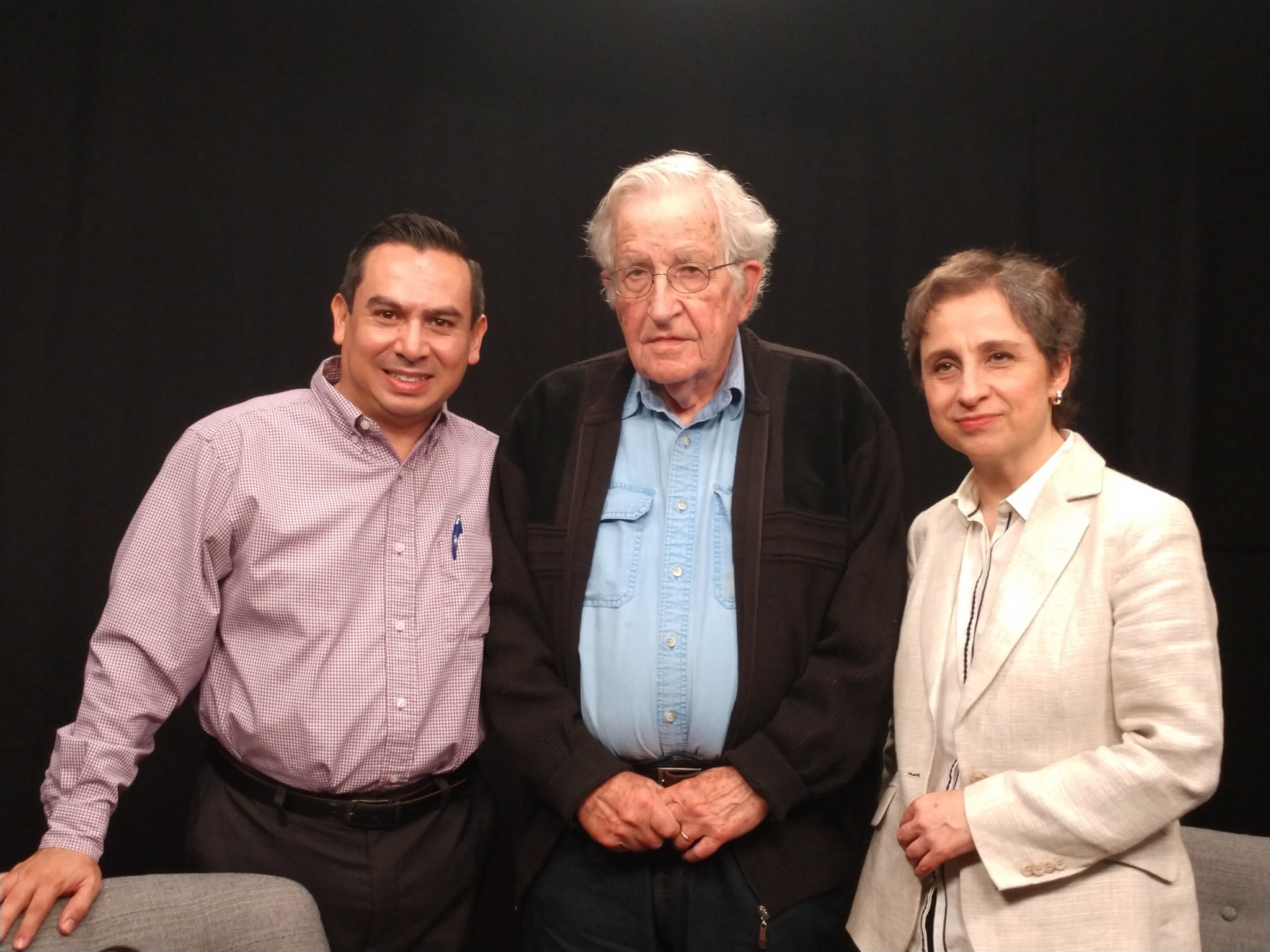 photo of Luis Coronado Guel, Noam Chomsky, and Carmen Aristegui