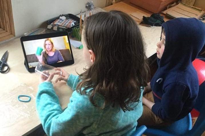 kids watching science video